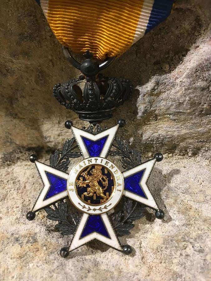 Gerrit Reinders sr. Geridderd door Hare Majesteit de Koningin in de Orde van Oranje-Nassau
